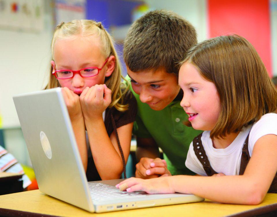 83% das crianças brasileiras entre 8 e 12 anos já estão ativas nas redes sociais